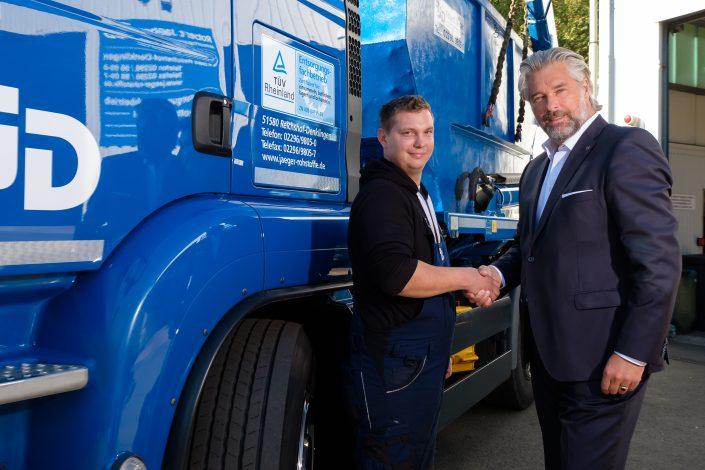 Unser neuer Mitarbeiter Axel H. beginnt gerade seine Ausbildung zum Berufskraftfahrer. Willkommen im Team.